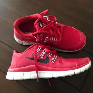 Nike free women's red sneakers size 7.5 NWOT
